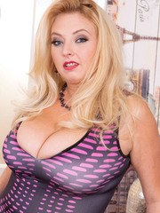 Blonde BBW Angel Sweets whips out her hooters before playing with herself