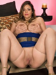 Middle-aged plumper Hollywood slides her hose over her big ass before toying