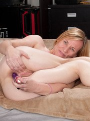 Nude mature woman Cody Hunter rams her sex toy up her pussy and asshole
