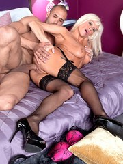Hot aged lady Farrah Rose fucks a young guy like hes never been fucked before