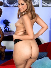 Latina model Nena Linda takes off her glasses while rocking her big ass