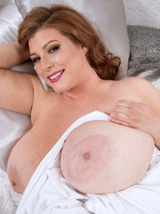 Obese female Renee Ross rocks her massive boobs after she pulls them out