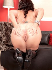 Mature housewife Destiny Williams strips to stripper boots to masturbate