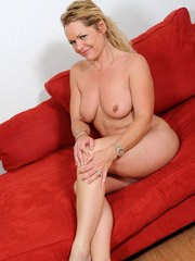 Middle aged housewife Kelly Leigh prefers masturbating over housework