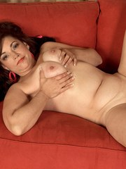 Overweight divorcee Kenzie Taylor takes off all her clothes to masturbate