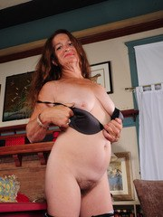 Mature female Anna spreads her hairy puss lips after doing a striptease