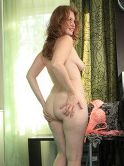 Mature solo model Mandy casts aside her pretties to showcase her naked vagina