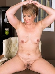 BBW amateur Catrina Costa takes off all her clothes and her glasses too