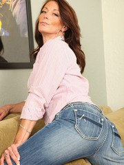 Older woman Mimi Moorepeels off ripped jeans before parting her labia lips