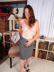 Older lady Anna uncovers her saggy boobs as she strips naked in living room