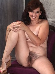 Older broad Francesca hikes up her short skirt and pulls her panties down