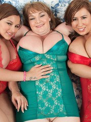 BBW Micky Bells and her overweight girlfriends show off their hooters