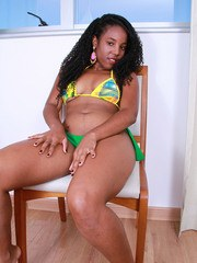 Ebony first timer shows off her pink pussy after getting rid of her bikini