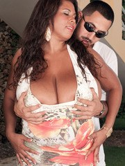 Black BBW Vanessa Del finds her massive tits to be a guy magnet