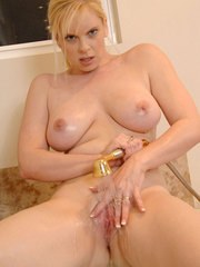 Middle aged blonde lady Cameron Keys wets her pussy with showerhead in bath