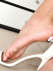 Latina amateur Cassidy Banks removes her shoes for barefoot twat displaying