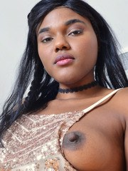 Amateur solo girl Yara Skye shows of her shaved black pussy