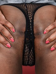 Black girl Charlie Rae stretches her trimmed bush wide open