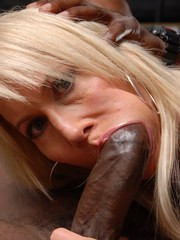 Mature woman Erica Lauren gets chipmunked while blowing a BBC