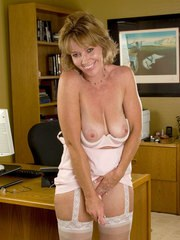 Mature lady Samantha Stone ends her business day by masturbating