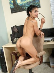 Mature MILF Persia masturbates after concluding a business deal on telephone
