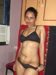Indian solo model is all tease in just her black bra and matching underwear