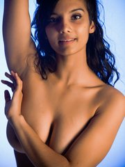 Indian solo model slips off her blouse and underwear to pose in the nud