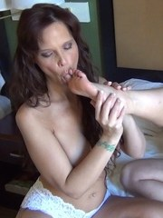 Mature dyke Mindi Mink kisses her girlfriend after she eats her pussy