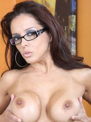 Mature Latina lady Francesca Le toys her snatch with her glasses on her face