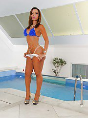 Sexy Latina tgirl Gabrielli Bianco spreads her cheeks and poses