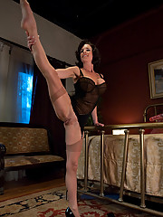 MILF SQUIRTER ALERT - pin-up beauty - mom squirts high into the air from machine