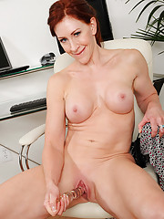 Anilos milf Catherine Desade buries a glass dildo deep in her mature pussy