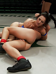 2 strong fitness models battle it out in brutal non-scripted wresting. Smaller girl
