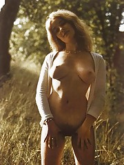 Seventies exhibitionists enjoying each other their fine body