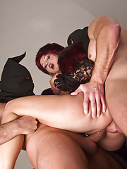 Amazing Dracula babe vampirized by two cocks while reading