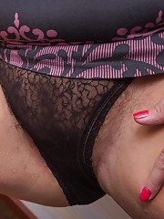 Hot and hairy housewife Lariona cleaning up for us