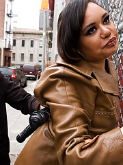 Two hookers Isis Love and Annie Cruz turn the tables on a unsuspecting cop! Elecreosex