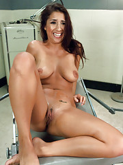 She teaches herself to cum twice in a row by fucking machines - an EPIC orgasm that