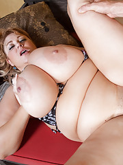Samantha enlists Levis help in helping her lotion up in all those hard to reach places