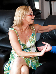 Hot milf gets her wet pussy fucked