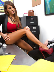 Gorgeous busty Madison Ivy decides to fuck a co worker on her desk before she is