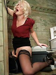 Never seen before tall blonde girl spreads her legs for the machines and lets cold