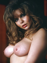 Brunette retro chick showing of her big beautiful naturals
