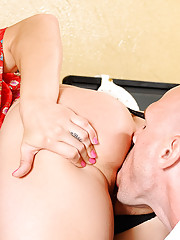 Gracie Glam catches her employee editing some porn during company time. Shes actually