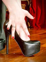 Lick the sweat from between Goddess Aiden Starrs toes!