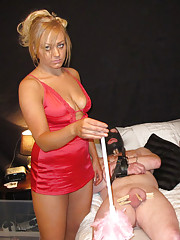 Blondie celebrates halloween early as she does some teasing before giving out her