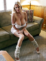 Ryan loves Kellys tits so after she puts on a titty show for him he gets to cum all