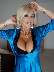 MILF Housewife Pictures
