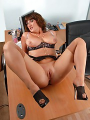 Its get boring in the office at the end of the day for Jenny and you give her a chance