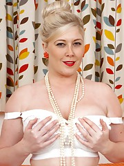 Curvy Michelle in full bra satin garter and chocolate nylons!